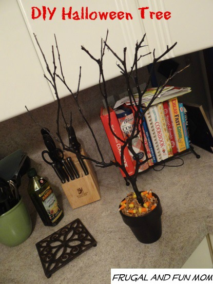 Halloween tree plain