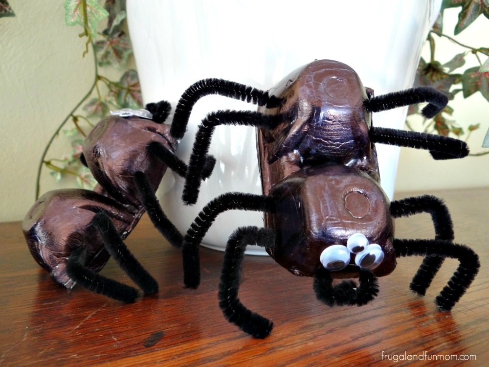 Tutorial Egg Carton Spiders! A Child's EASY Halloween Craft!