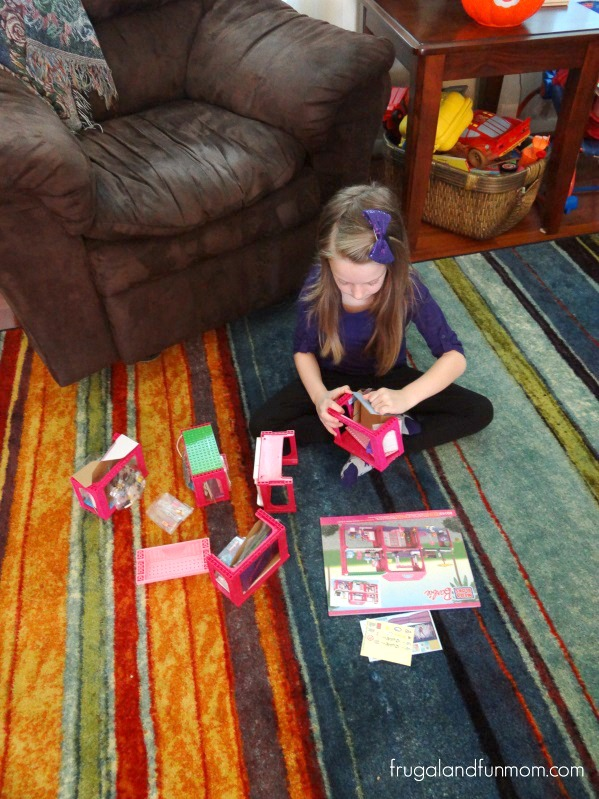Building Mega Bloks Barbie Build 'N Play Fab Mansion