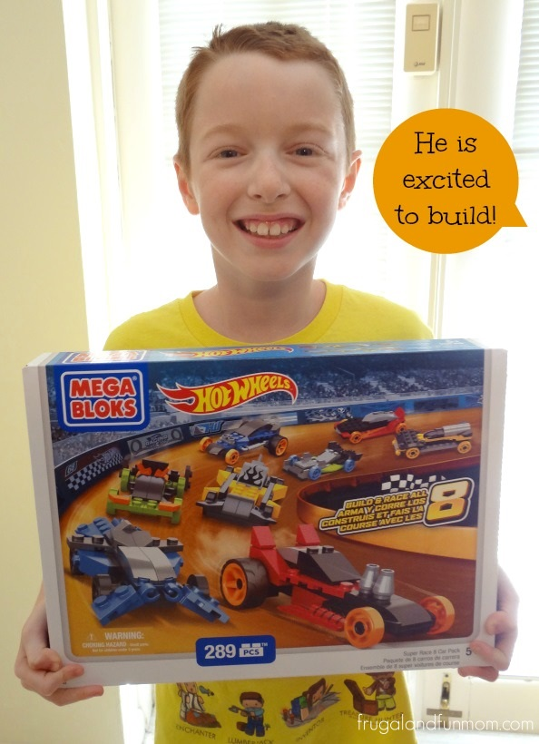 Building and Cars with the Hot Wheels Super Race Set by Mega Bloks! #HotWheels8in1