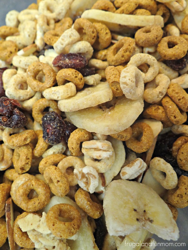 Cranberry Banana Snack Mix Recipe