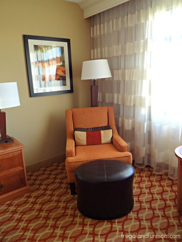 Sitting area of room in Orlando Marriott Lake Mary