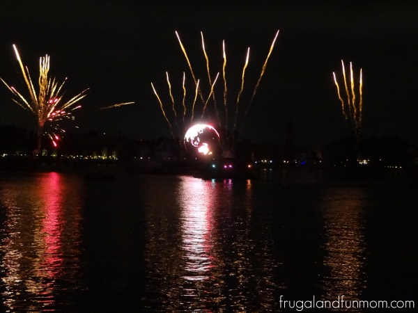 IllumiNations-Reflections-of-Earth-at-Epcot