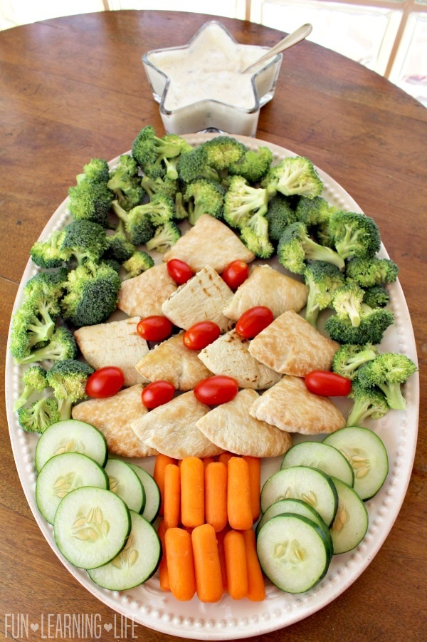 homemade-christmas-tree-food-platter-with-vegetable-dip