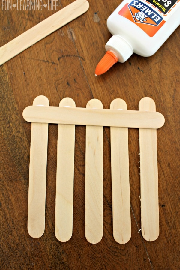 Mother S Day Flower Frame Craft That Looks Like A Picket