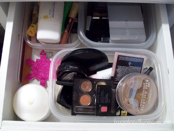 Cheap Way to Organize Your Drawers! Upcycling Plastic Containers! 3