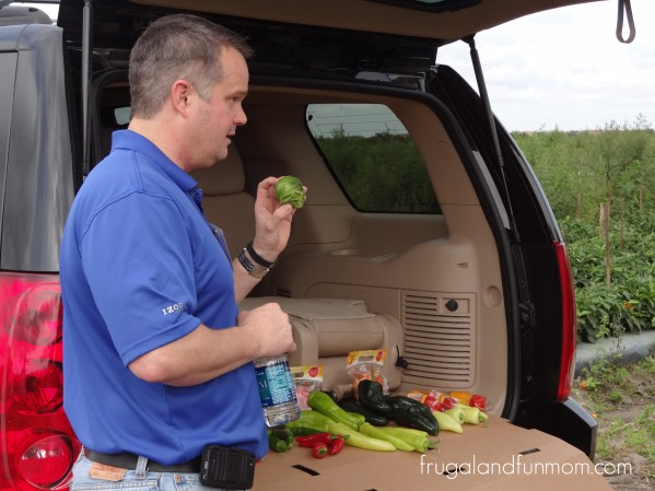 Randy-Bailey-Discussing-Crops-at-Bailey-Farms