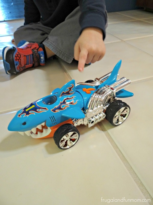 Hot Wheels Extreme Action Sharkruiser Car