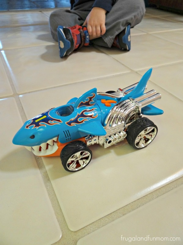 Hot Wheels Extreme Action Sharkruiser Car Review!