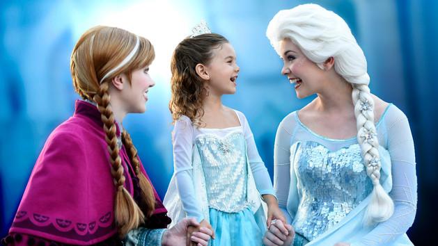 character-meet-anna-and-elsa-frozen fun at Disneyland