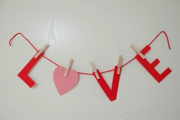 Easy Valentine's Day Banner Created With Foam!