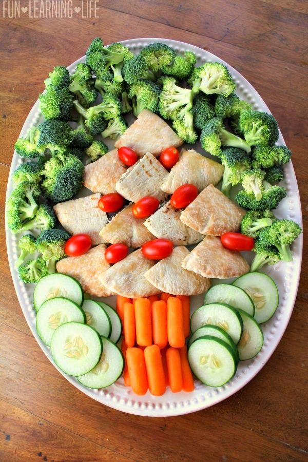 homemade-christmas-tree-sandwich-food-platter-with-vegetables