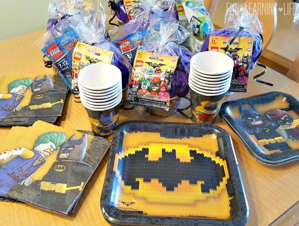 I then ordered a Batman cake from a local grocery store and served our refreshments on themed Plates alongside Drink Cups and Napkins also from Oriental ... : lego tableware - pezcame.com