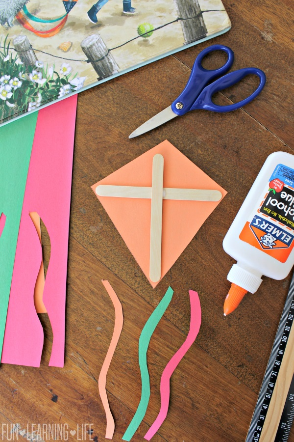 How To Make An Easy Kite With Paper And Sticks | 900x600