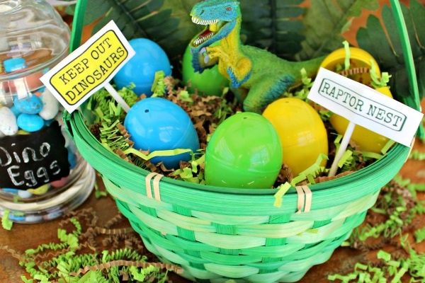 Dinosaur Easter Basket Tutorial Featuring The Schleich Velociraptor!