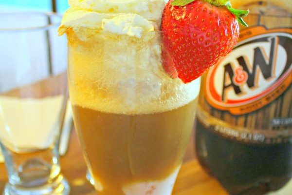 Strawberry Root Beer Float Recipe and A&W Family Fun Nights!
