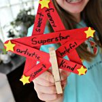 Display Kids School Work With This Superstar Paper Hanger Craft!