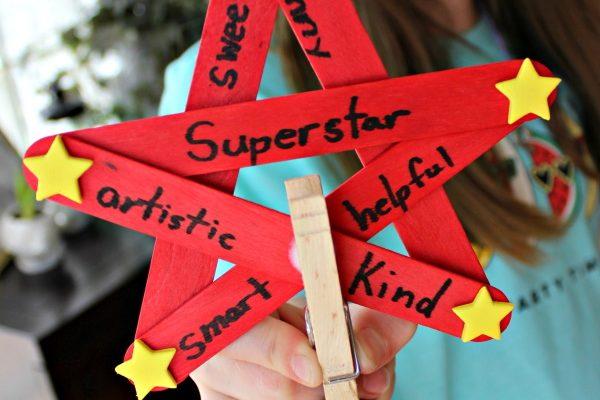 Display Kids School Work With This Superstar Paper Hanger Craft!