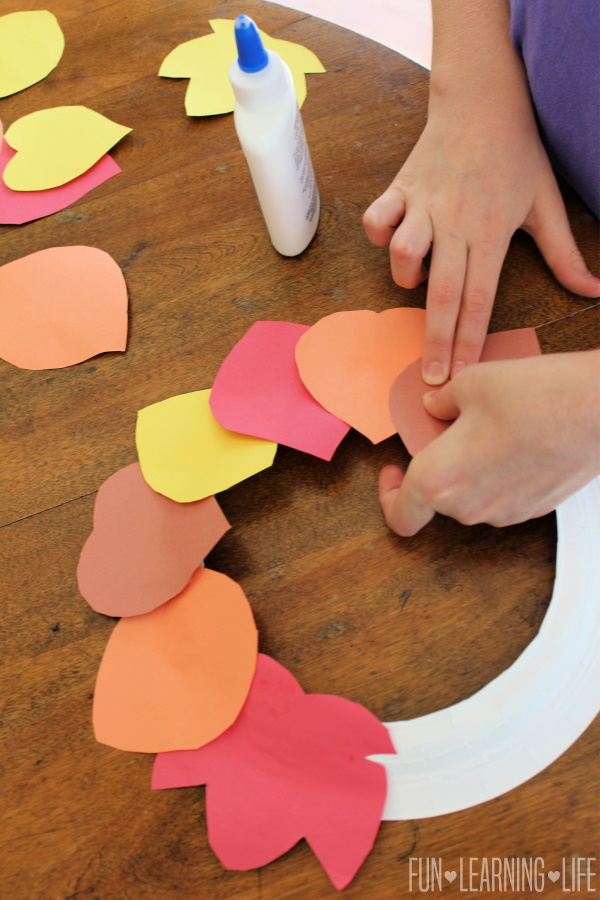 Construction Paper Wreath Craft for Thanksgiving