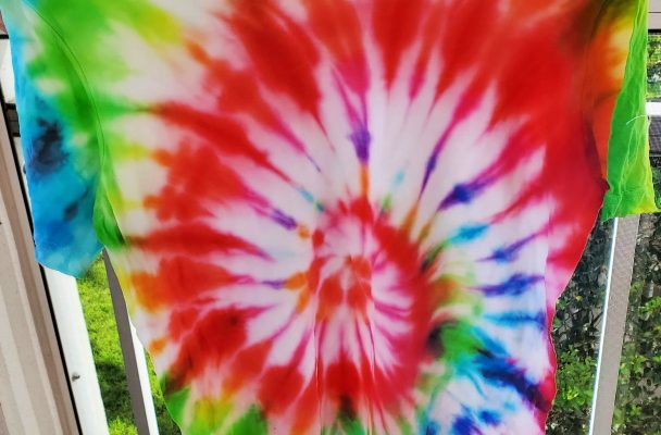 Tips To Making Tie-Dyeing Easier! {Giveaway}